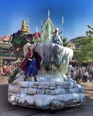 Disneyland Paris parade Frozen