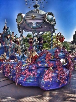 Disneyland Paris parade Mickey and Minnie